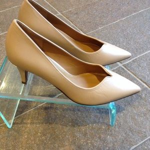 Kay Unger Shoes - NWOT Kay Unger nude pumps 7.5